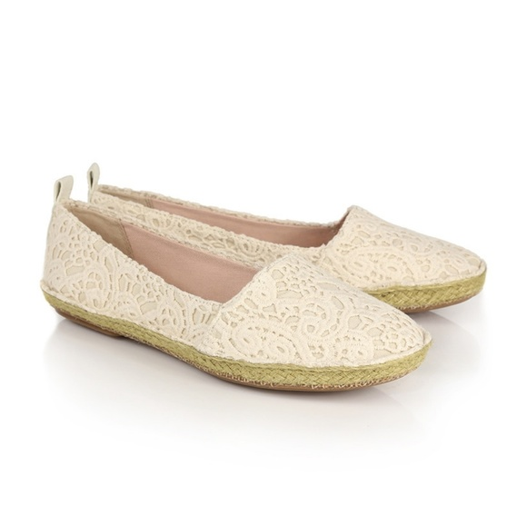 de9f0a6147f Clarks Shoes | Like New Cream Lace Clovelly Espadrilles | Poshmark